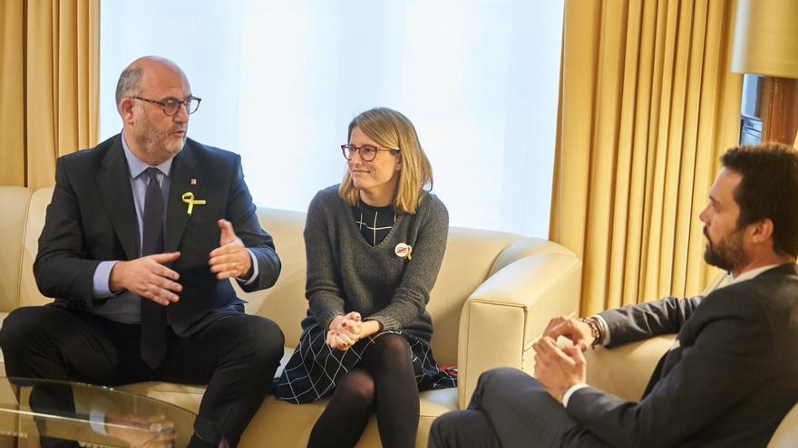 Eduard Pujol y Elsa Artadi, con Roger Torrent en la ronda de consultas