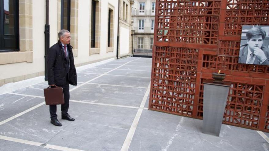 El Parlamento vasco recuerda con un minuto de silencio a Gregorio Ordóñez