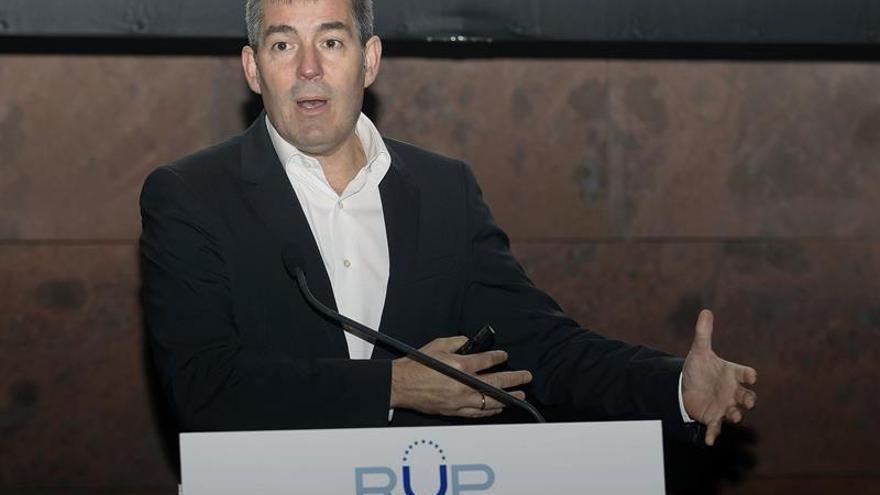 El presidente del Gobierno de Canarias, Fernando Clavijo, durante la charla.