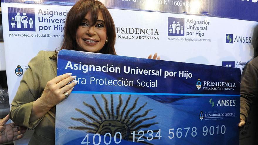 Cómo es la exitosa fórmula argentina para combatir la pobreza infantil