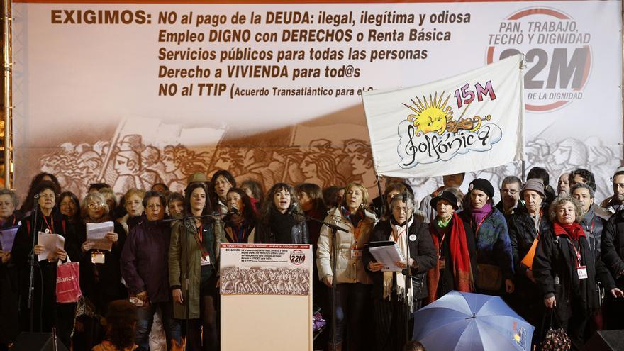 La manifestación se dio por desconvocada sobre las siete y media, probablemente para aliviar la tensión que estaba provocando la entrada de furgones policiales en Sol. \ Olmo Calvo