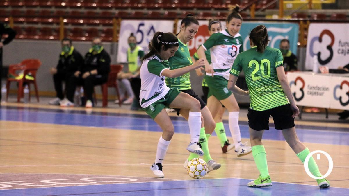 África Lozano, en un partido del Deportivo Córdoba.