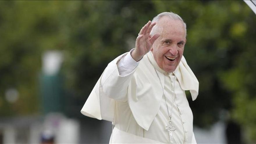 Francisco llega a la Plaza de la Revolución de La Habana para su primera misa en Cuba