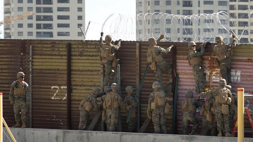 """Trump autoriza a los militares a proteger a la patrulla fronteriza """"si es necesario"""""""