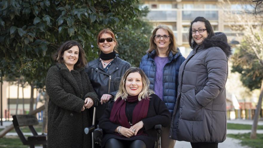 Miriam Royo, en el centro, rodeada de sus compañeras de la asociación Amanixer.