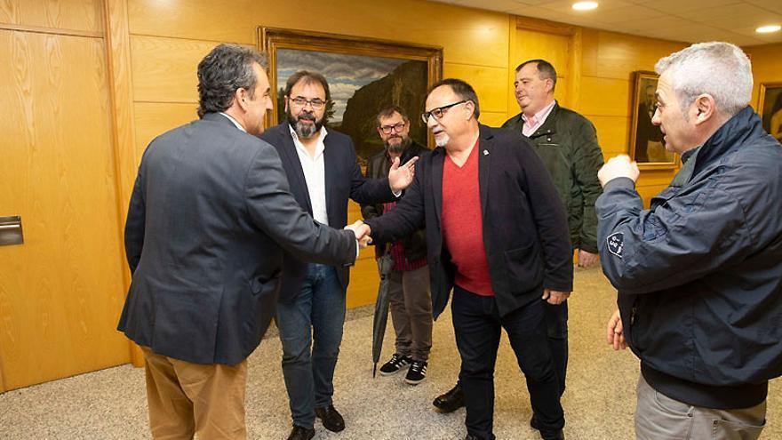 Francisco Martín con el secretario general de la Federación Estatal de Industria de CCOO, Agustín Martín. | MIGUEL LÓPEZ