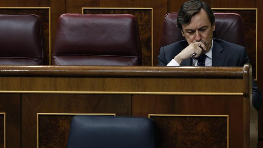 Rafael Hernando, pesimista ante la respuesta de Puigdemont, le pide que se vaya