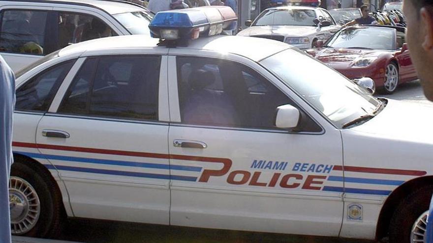 Policía investiga una amenaza de bomba en el edificio de consulado israelí en Miami