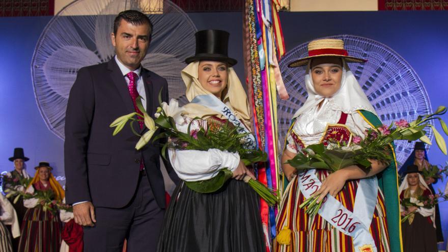 Abenauara Labrador Barreto (centro), romera mayor de 2017 en Los Realejos