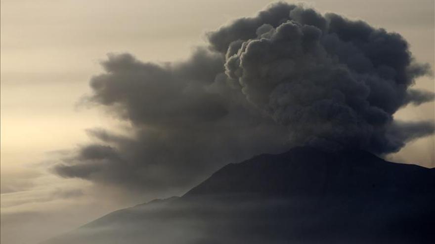 Cierran la zona de exclusión del volcán Calbuco en Chile por las lluvias