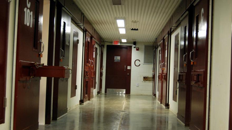 EE.UU. divulga los nombres de 56 presos de Guantánamo en espera de ser trasladados