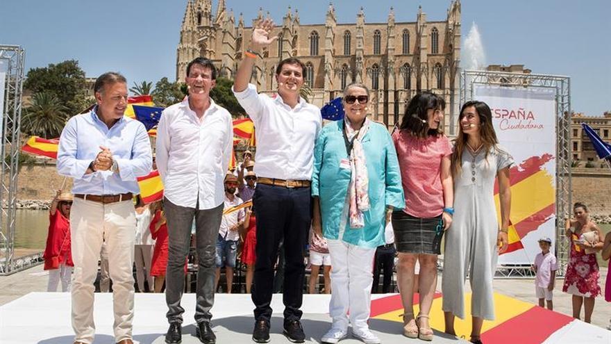 Rivera anima a no desfallecer en la defensa de una España diversa pero unida
