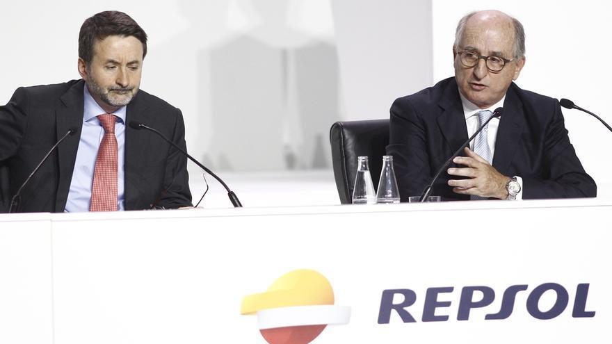 """Imaz (Repsol) advierte que las subidas de impuestos indirectos """"las pagan los consumidores"""""""