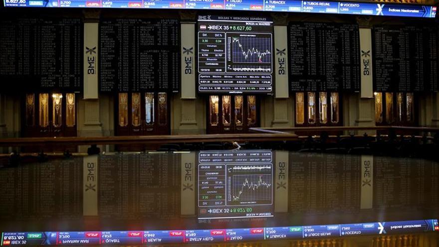 La bolsa española reduce caída al 0,2 por ciento y se acerca a 8.600 puntos