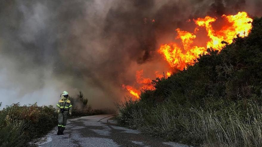 Decretan la situación de riesgo para la población en un incendio en Mondariz