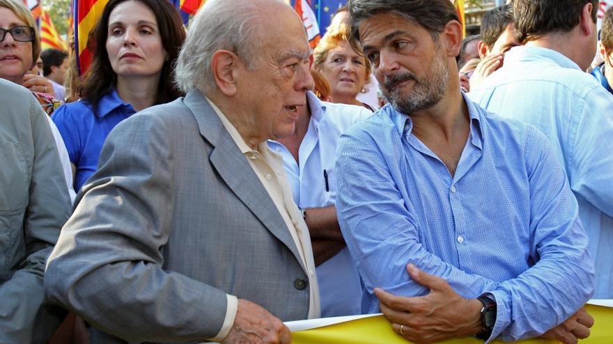 Oriol Pujol, junto a su padre, el ex presidente de la Generalitat Jordi Pujol, el pasado 11 de septiembre. Foto: Efe