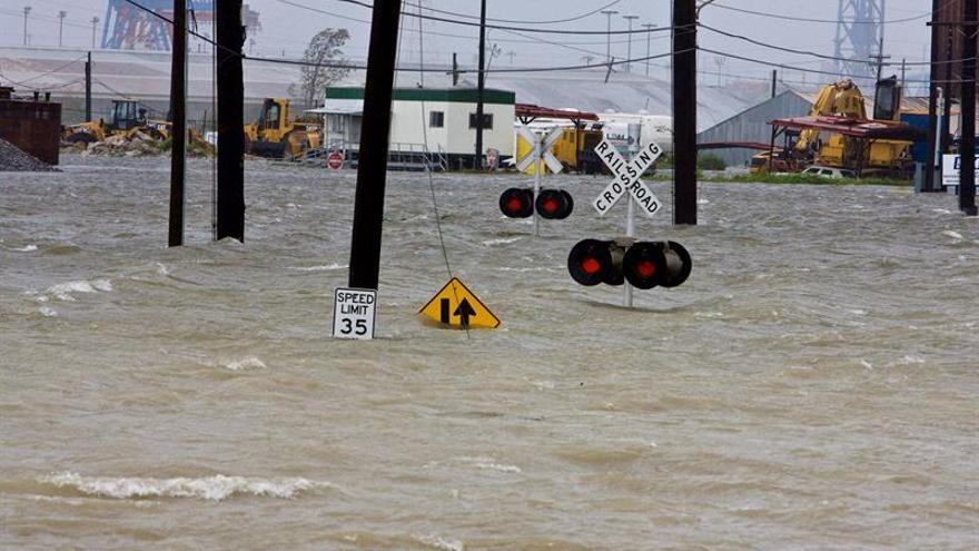 Tres muertos y 7.000 rescatados por las fuertes inundaciones en Luisiana (EE.UU.)