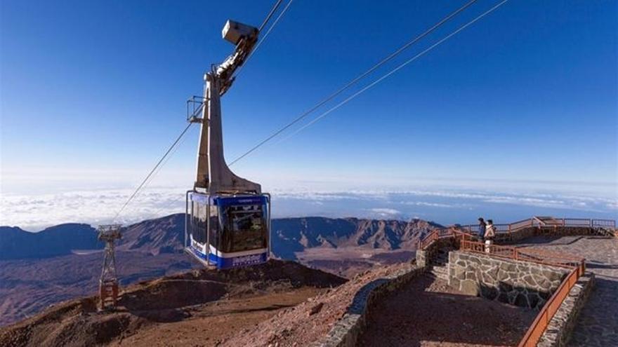 Una de las cabinas de la empresa Teleférico del Teide, a punto de llegar a la Rambleta