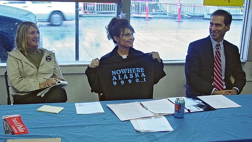 """Sarah Palin con la camiseta a favor del denominado  """"puente a ninguna parte"""""""