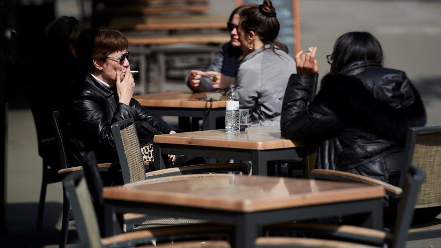 La Justicia avala limitar las reuniones sociales a diez personas en Cataluña