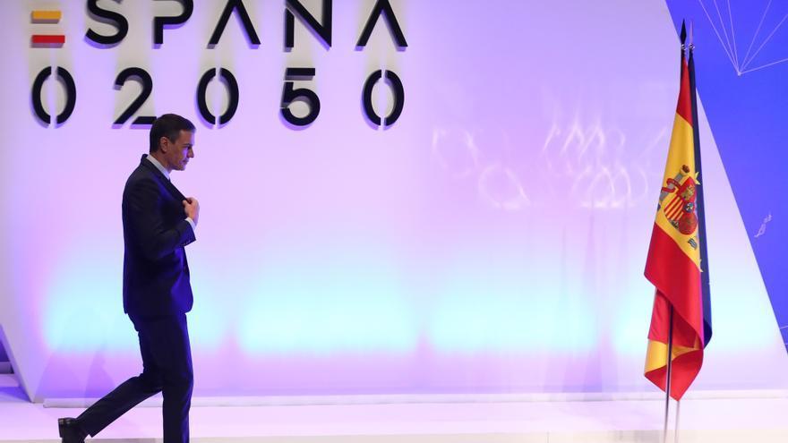 El presidente del Gobierno, Pedro Sánchez, después de intervenir en la presentación del proyecto España 2050, en el Auditorio del Museo Nacional Reina Sofía, a 20 de mayo de 2021, en Madrid (España).
