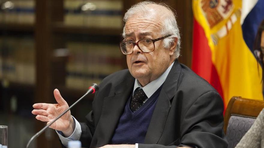 El catedrático de Ciencia Política de la Universidad de La Laguna (Tenerife) Juan Hernández Bravo de Laguna. EFE/Ramón de la Rocha