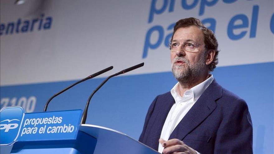 El PP pierde votos, pero mantiene una distancia de 10 puntos respecto al PSOE, según una encuesta