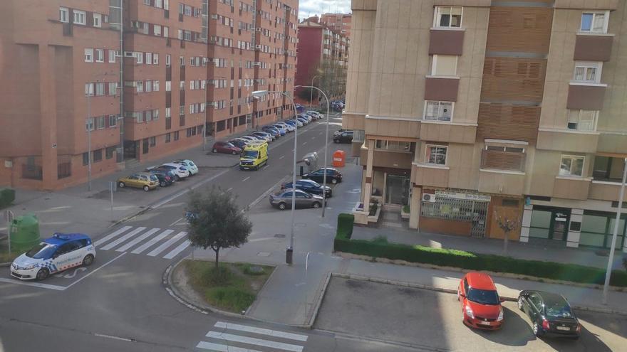 Calle en la que ha intervenido la Policía Municipal para el traslado forzoso al Clínico de un posible afectado por el Covid-19.