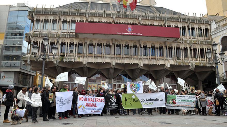 Concentración en contra del maltrato animal en Ciudad Real