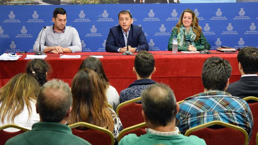 José Manuel Bermúdez (c), Verónica Meseguer y José Téllez durante el encuentro que tuvo lugar en el Ayuntamiento