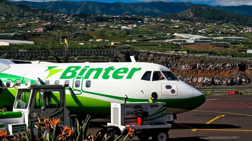 Avión de la compañía canaria Binter en el Aeropuerto de La Palma
