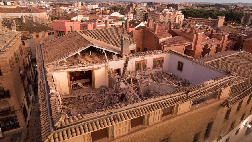 Se hunde el tejado del obispado de la diócesis de Huesca