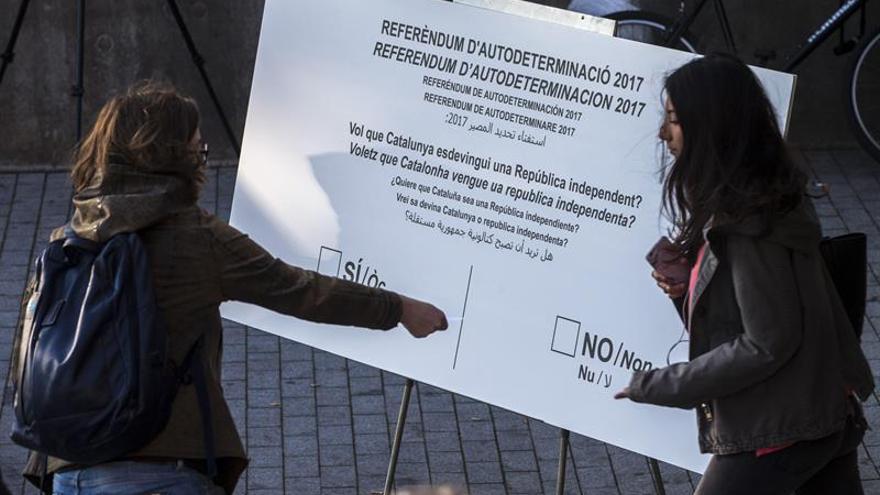 """La CUP reparte 250.000 papeletas con pregunta de referéndum como acto de """"presión"""""""