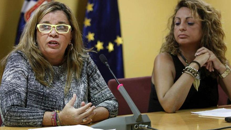 Carmen Rosa García (i) y Cristina Valido durante la rueda de prensa de este lunes./ EFE-Cristóbal García