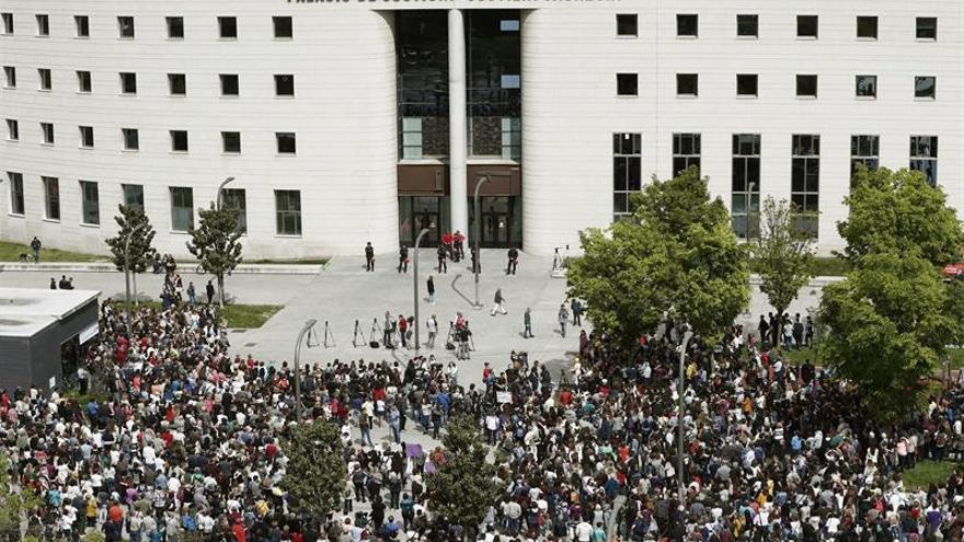 Concentración ante el Palacio de Justicia de Navarra.