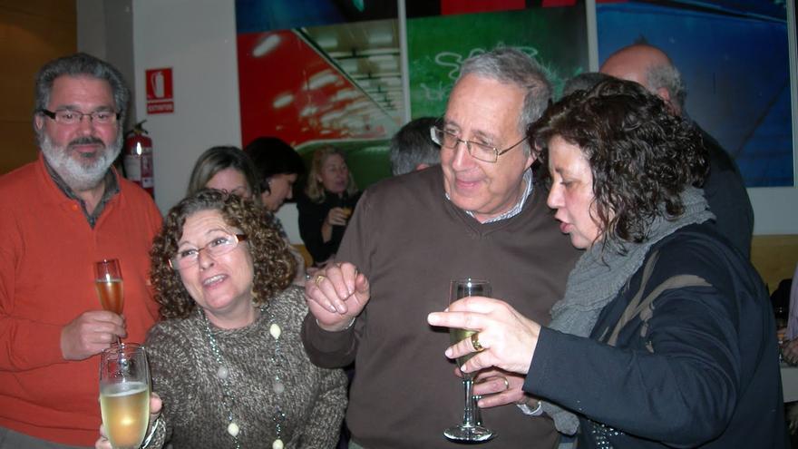 Mari Carmen González (a la derecha) en una de las reuniones de los extrabajadores