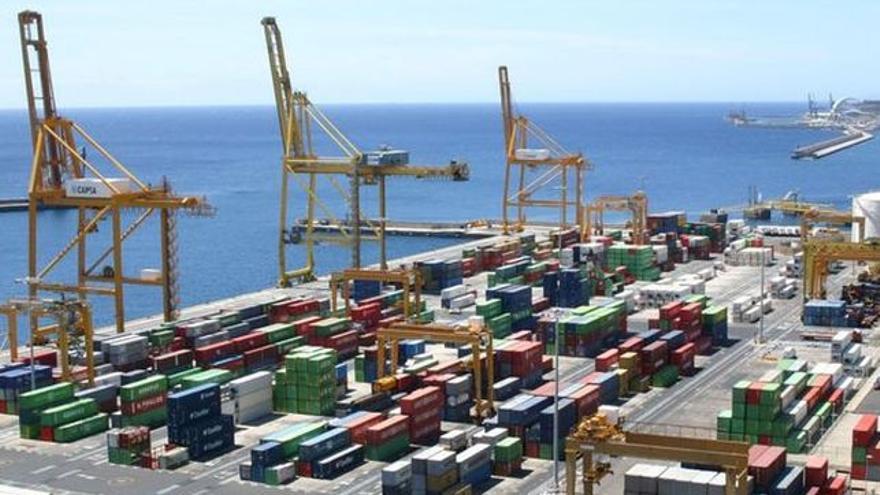Terminal de contenedores en el puerto santacrucero