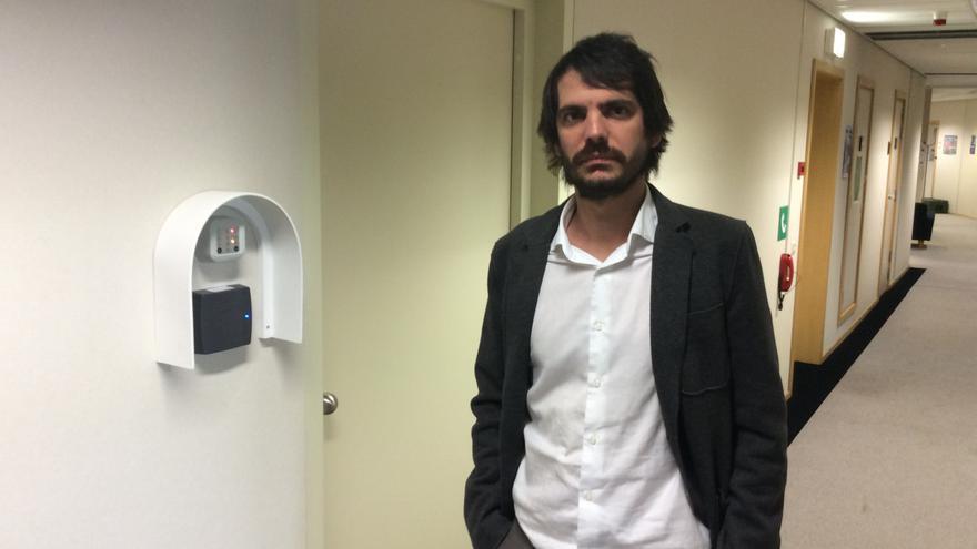 El eurodiputado Ernest Urtasun, el pasado 31 de marzo, instantes antes de entrar en la sala de lectura del TTIP.