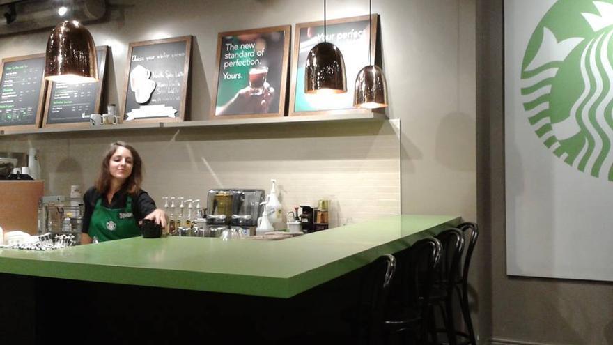 Emigrantes españoles: Sandra trabajando en Starbucks