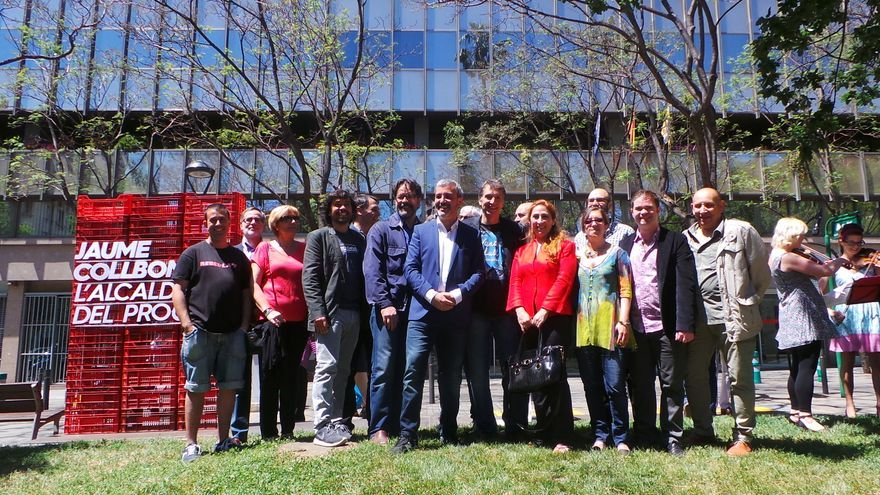 Jaume Collboni, envoltat dels representants del món de la Cultura, davant la seu d'Hisenda