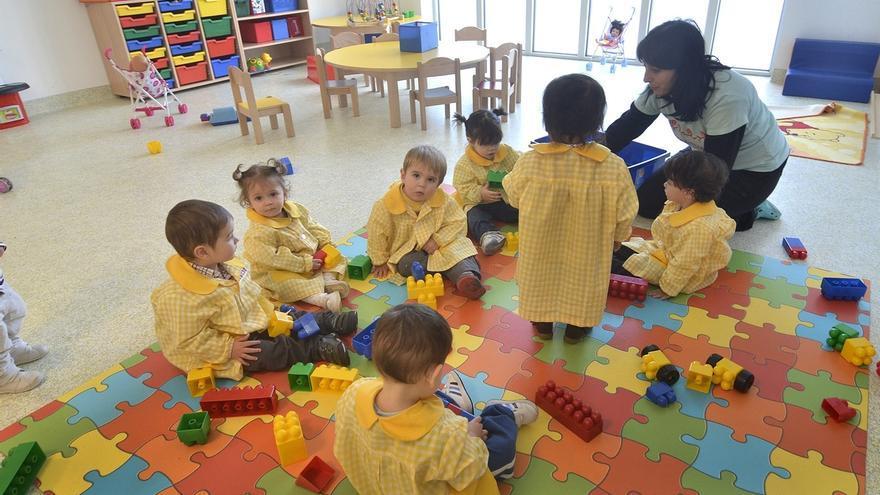 70 técnicos de Infantil de aulas de 2 años son reconocidos como personal docente en un acuerdo Gobierno-sindicatos