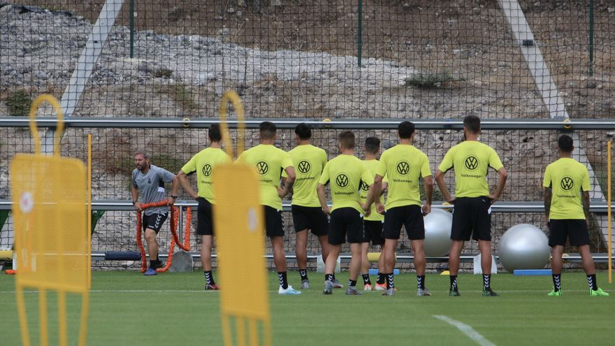 Jugadores de la UD Las Palmas entrenando en la Ciudad Deportiva.