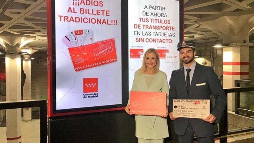 Cristina Cifuentes en la presentación de la nueva tarjeta de Transportes