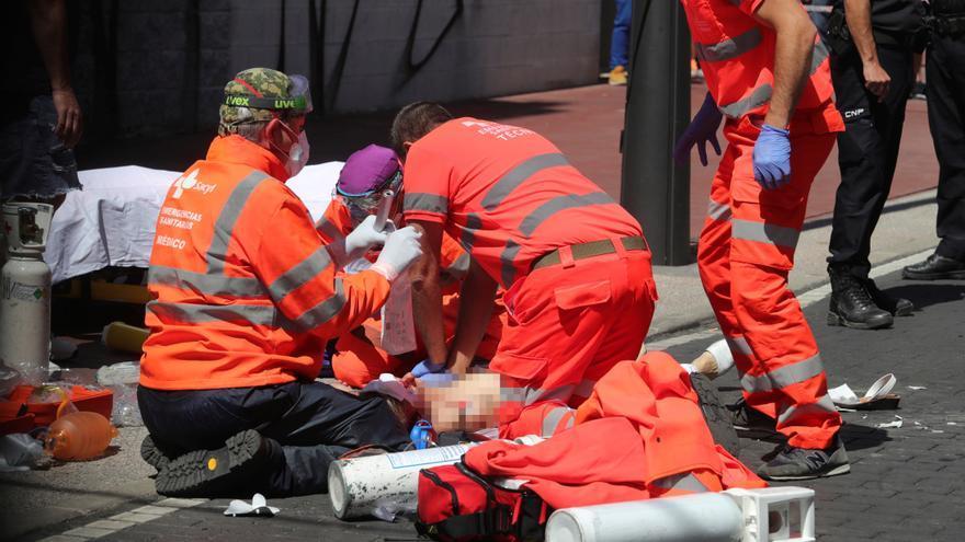 Muere una de las heridas tras arrollar un coche una terraza de Ponferrada