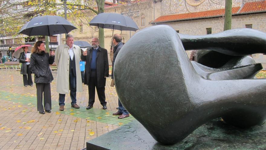 """El Paseo de Sarasate de Pamplona se convierte en """"una galería de arte"""" con seis esculturas monumentales de Henry Moore"""