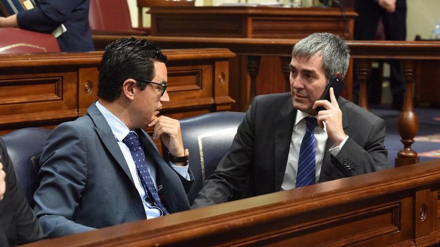 El presidente del Gobierno de Canarias, Fernando Clavijo, junto al vicepresidente Pablo Rodríguez.