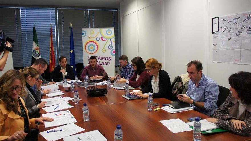 Consejo de Dirección del Instituto de la Juventud de Extremadura / Junta