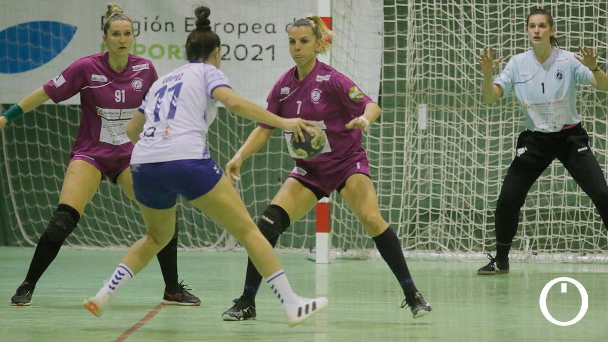 Armina Isic en un partido con el Adesal
