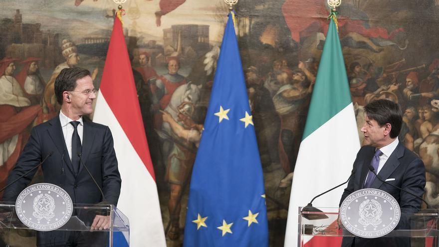 El primer ministro italiano, Giuseppe Conte, recibe al primer ministro holandés, Mark Rutte, en Roma, el 15 de enero de 2020.