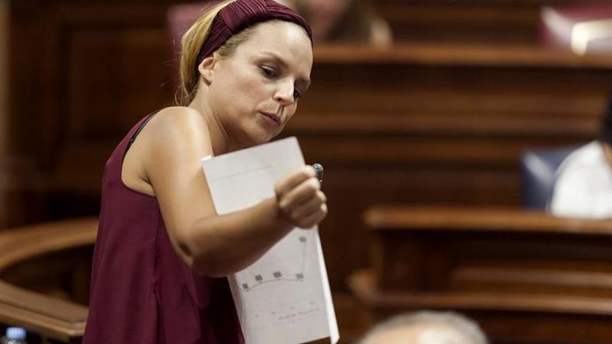 La diputada de Podemos, Noemí Santana, en un pleno del Parlamento de Canarias